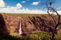 Las caídas de Wallaman, una cascada y cascada de la cola de caballo en el Sto foto de archivo