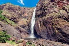 Las caídas de Wallaman, una cascada y cascada de la cola de caballo en el Sto imagen de archivo