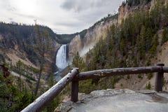 Las caídas más bajas de Grand Canyon del parque nacional de Yellowstone Foto de archivo libre de regalías