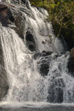 Las caídas son las cascadas famosas son 20 metros en Sri Lanka Horton Plains National Park, Sri Lanka Foto de archivo libre de regalías