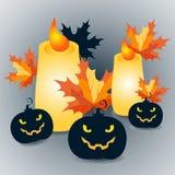 Las calabazas y las velas de Halloween con las hojas de arce en fondo gris - vector el ejemplo Imágenes de archivo libres de regalías