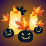 Las calabazas y las velas de Halloween con las hojas de arce - vector el ejemplo Imagen de archivo libre de regalías
