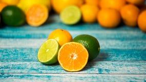 Las cales y las mandarinas se cierran para arriba Imagen de archivo