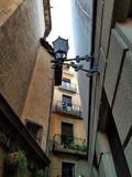 Las calles de los cuartos góticos Barcelona fotografía de archivo