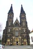 Las calles de Praga, de torres y de agujas. Imágenes de archivo libres de regalías