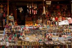 Las calles del área que hace excursionismo de Thamel, Katmandu, Nepal Fotografía de archivo