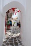 Las calles estrechas en la isla de Mykonos Fotografía de archivo