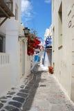 Las calles estrechas en la isla de Mykonos Foto de archivo libre de regalías