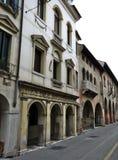 Las calles históricas antiguas de la ciudad romántica de Verona Ital Imagenes de archivo