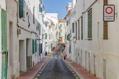 Las calles pintorescas de Mahon en España Foto de archivo