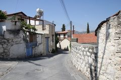 Las calles viejas de la bobina del pueblo chipriota auténtico Fotografía de archivo libre de regalías