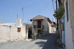 Las calles viejas de la bobina del pueblo chipriota auténtico Imagen de archivo