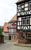 Las calles y las casas medievales de Gelnha grabado Imágenes de archivo libres de regalías