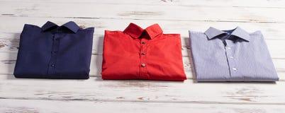 Las camisas de los hombres de negocios imagen de archivo