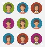 Las caras femeninas coloridas determinadas circundan los iconos, estilo plano de moda Foto de archivo libre de regalías