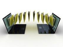 Las carpetas vuelan en su ordenador portátil Fotos de archivo