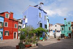 Las casas coloridas en la isla de Burano, pueden 08, 2010 en Burano, Venecia, Italia Fotos de archivo libres de regalías