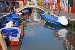 Las casas coloridas en la isla de Burano, pueden 08, 2010 en Burano, Venecia, Italia Fotografía de archivo libre de regalías