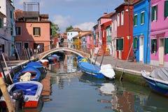 Las casas coloridas en la isla de Burano, pueden 08, 2010 en Burano, Venecia, Italia Fotografía de archivo