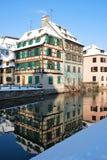 Las casas de la ciudad de Estrasburgo durante invierno Fotos de archivo