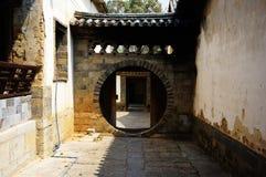 Casa vieja de la ciudad antigua Imagenes de archivo