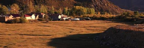 Las casas de vivienda del prado en el prado de Inner Mongolia Fotos de archivo libres de regalías