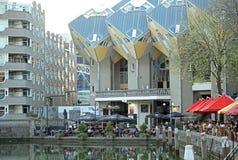 Las casas del cubo en Rotterdam, Países Bajos Foto de archivo libre de regalías