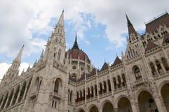 Las casas del mesón Budapest Hungría del parlamento Fotografía de archivo libre de regalías