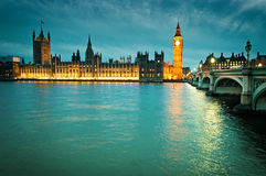 Las casas del parlamento británico en Londres Imagenes de archivo