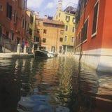 Las casas hermosas de los locals, Venecia foto de archivo libre de regalías