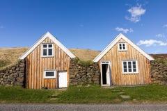 Las casas islandesas tradicionales enterraron la tierra Fotografía de archivo libre de regalías