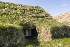 Las casas islandesas tradicionales molieron el detalle lateral de la ventana Imagen de archivo libre de regalías