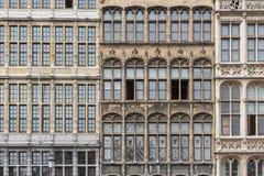 Las casas medievales de la fachada en Grote Markt ajustan en Amberes, Bélgica Fotos de archivo