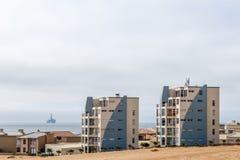 Las casas modernas de Dolfynstrand recurren en la playa, cerca de Wa foto de archivo libre de regalías
