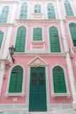 Las casas pintorescas tradicionales en el estilo rosado de Portugal Fotografía de archivo