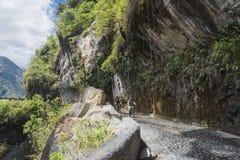 Las cascadas encaminan, Banos - Puyo, Ecuador imagenes de archivo