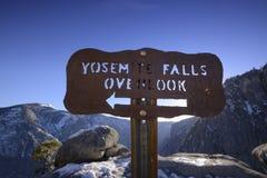Las cataratas de Yosemite pasan por alto Fotos de archivo libres de regalías
