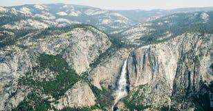 Las cataratas de Yosemite vistas de bóveda del centinela fotos de archivo