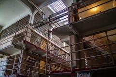 Las celdas de prisión del coto en la isla de Alcatraz fotos de archivo
