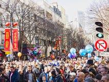 Las celebraciones chinas del Año Nuevo desfilan en París foto de archivo libre de regalías