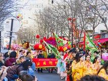 Las celebraciones chinas del Año Nuevo desfilan en París imagen de archivo