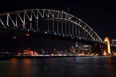 Las celebraciones chinas del Año Nuevo dieron vuelta a Sydney Opera House rojo Imagenes de archivo