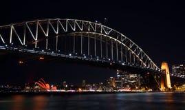 Las celebraciones chinas del Año Nuevo dieron vuelta a Sydney Opera House rojo Foto de archivo