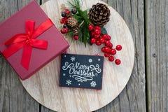 Las celebraciones de la Navidad traen alegría en su alma Decoraciones que rodean sus amados Fotos de archivo