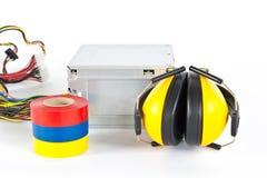 Las cintas aislantes adhesivas se aíslan en un blanco Imagen de archivo