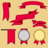 Las cintas rojas grandes fijaron, aislado en fondo beige, ejemplo del vector stock de ilustración