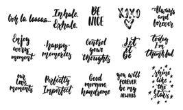 Las citas dibujadas mano que ponían letras a diversas frases fijaron sobre el amor y la vida aislados en el fondo blanco Tinta de stock de ilustración
