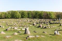 Las colinas de Lindholm llamadas Lindholm Hoje en danés son un lugar de enterramiento importante de vikingo foto de archivo