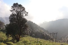 Las colinas del extremo de la nube en Dehra Dun imagenes de archivo