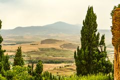 Las colinas que rodean Pienza Toscana imagenes de archivo